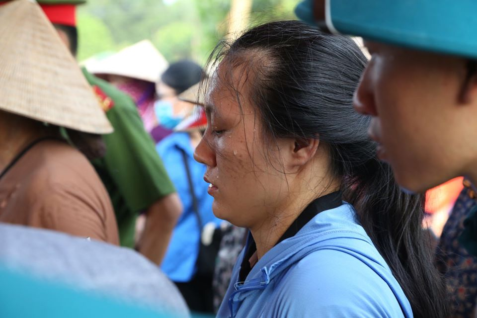 Rớt nước mắt đám tang bé sơ sinh bị mẹ bỏ rơi dưới hố ga - 8