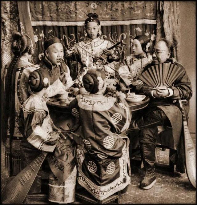 Loạt ảnh quý giá phản ánh chân thật cuộc sống người Trung Quốc trong giai đoạn biến động từ cuối thời nhà Thanh đến thời Dân Quốc - Ảnh 6.
