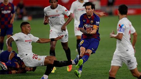 Messi lộ vết thương khủng khiếp sau pha tắc bóng ác ý của hậu vệ Sevilla