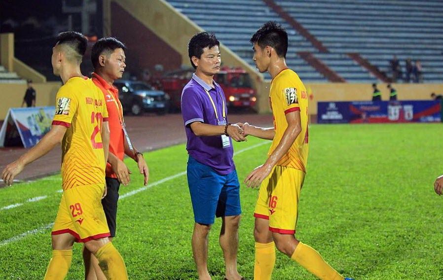 Nam Định thay tướng sau mạch 4 trận toàn thua