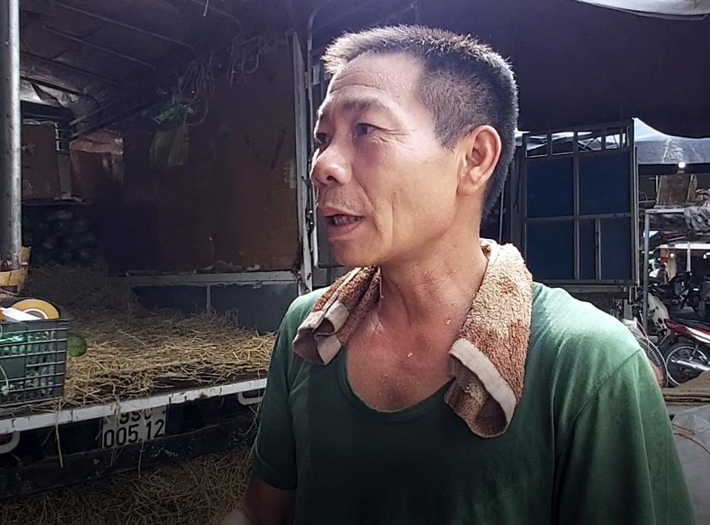 Cửu vạn chợ Long Biên trải lòng về cuộc sống mưu sinh những ngày Hà Nội nắng nóng đỉnh điểm - Ảnh 4.