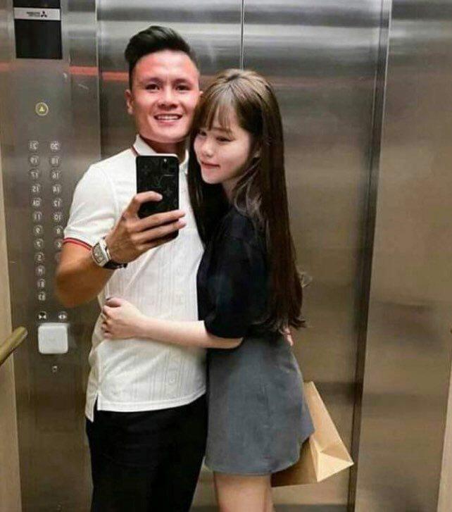 Huỳnh Anh vừa nũng nịu vừa kể tội Quang Hải trên livestream: Càng ngày càng cục súc với em - Ảnh 2.