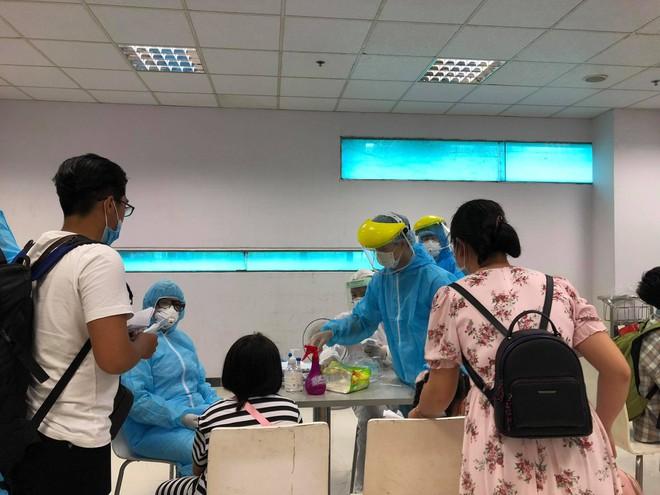 Cần Thơ: Xét nghiệm Covid-19 với 693 hành khách về từ Đà Nẵng - ảnh 2
