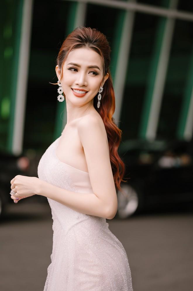 Hoa hậu Phan Thị Mơ đeo nhẫn 5,5 tỉ đồng đi sự kiện - ảnh 5