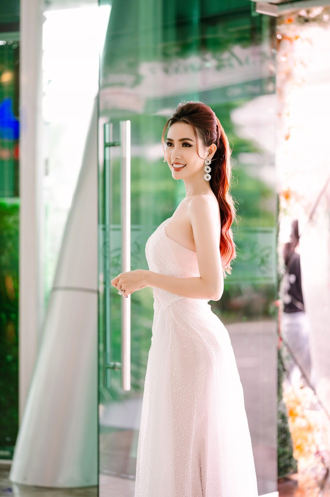 Hoa hậu Phan Thị Mơ đeo nhẫn 5,5 tỉ đồng đi sự kiện - ảnh 6