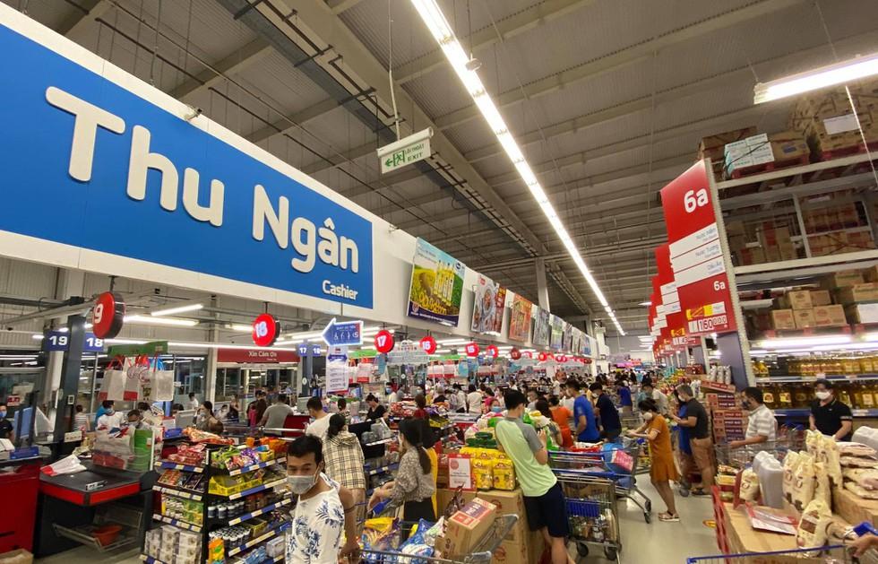 Cận cảnh nhịp sống Đà Nẵng trước giờ giãn cách xã hội phòng Covid-19 - ảnh 6