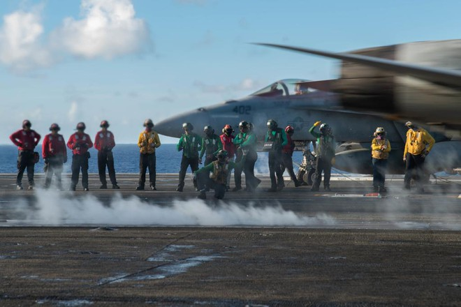 Hải quân Mỹ thao diễn rầm rộ ở Biển Đông và vùng lân cận - ảnh 5