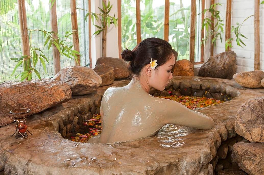 Thiếu nữ Việt nhuộm đen tắm bùn đẹp da quyết không nude để giữ hình ảnh - 6
