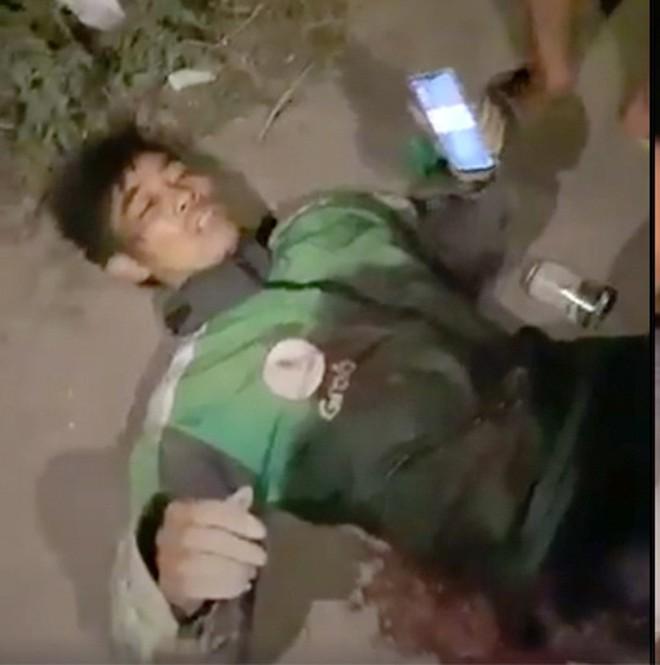 Anh Q. bị đâm gục tại hiện trường Ảnh: chụp màn hình