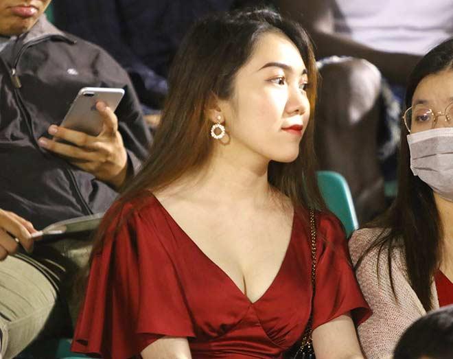 Quang Hải tình cảm với bạn gái, hot girl bật khóc vì TP.HCM thua đậm - 3