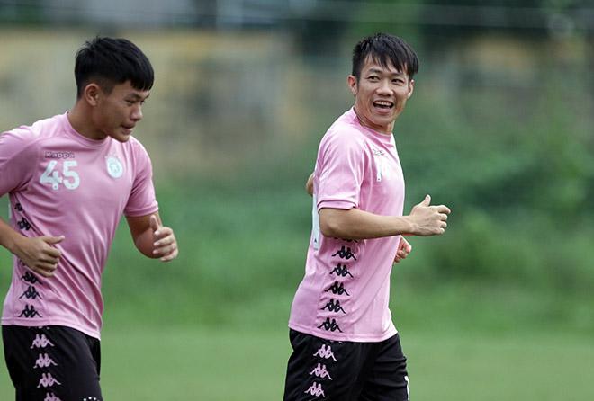 """Đại chiến bóng đá VN: Quang Hải """"tập bắn"""", hưng phấn chờ đấu Công Phượng - 1"""