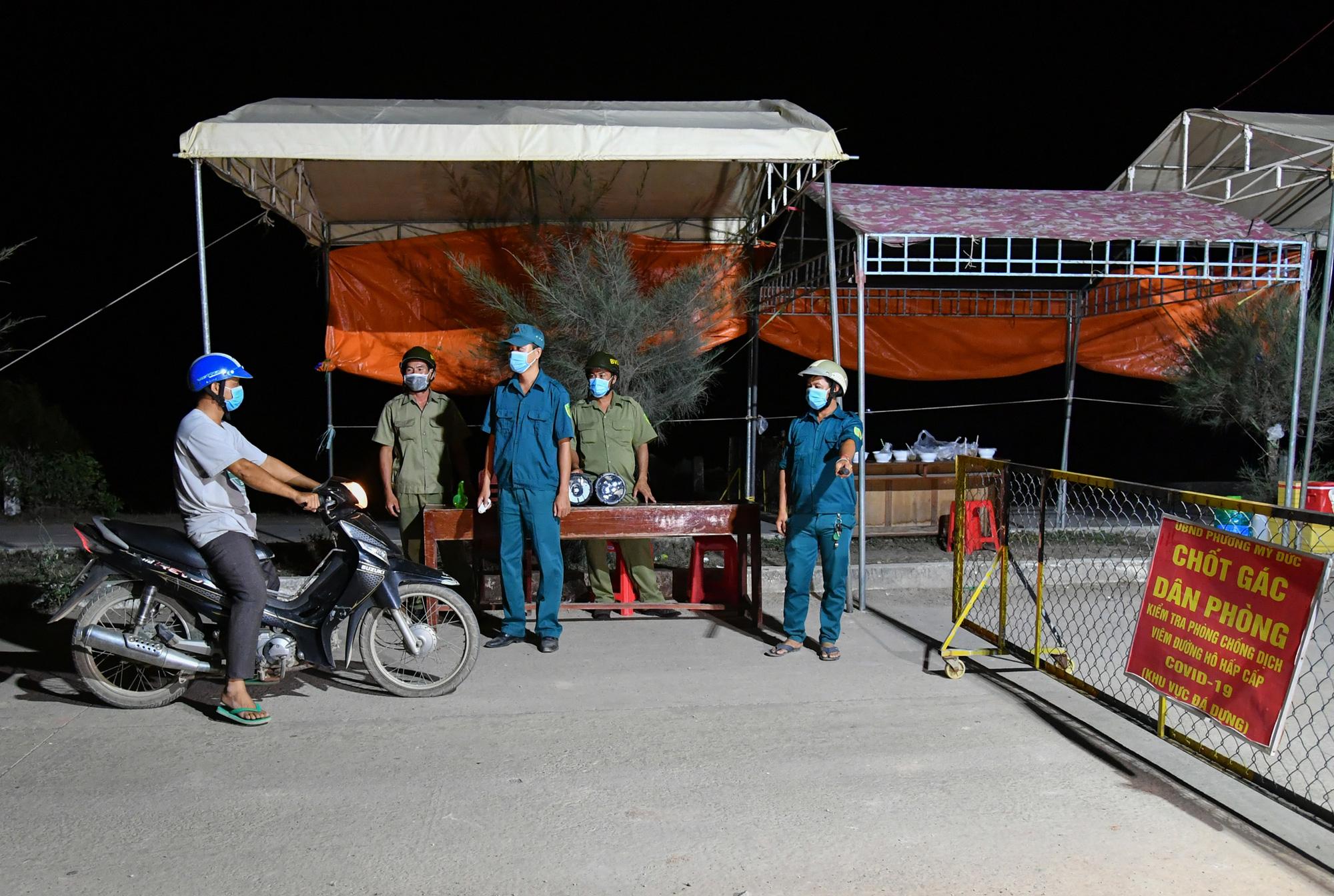 Một người Trung Quốc nhập cảnh trái phép ở Hà Tiên, tính đi xe đò lên TP.HCM - Ảnh 1.