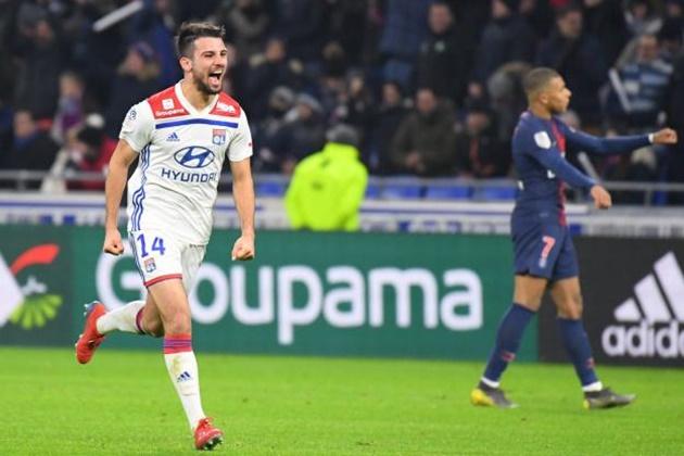 Paris Saint-Germain looking to sign Lyon defender Leo Dubois? - Bóng Đá