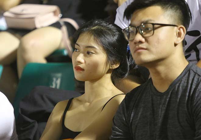 Quang Hải tình cảm với bạn gái, hot girl bật khóc vì TP.HCM thua đậm - 11