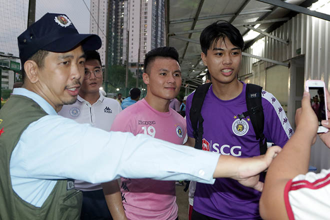 """Đại chiến bóng đá VN: Quang Hải """"tập bắn"""", hưng phấn chờ đấu Công Phượng - 10"""