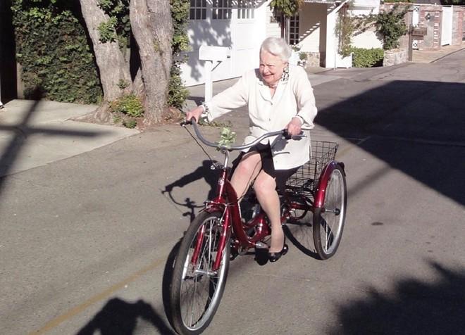 Nữ minh tinh 'Cuốn theo chiều gió' mừng sinh nhật 104 tuổi  - ảnh 1