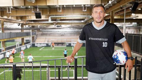 Podolski biến nhà máy thành tổ hợp giải trí