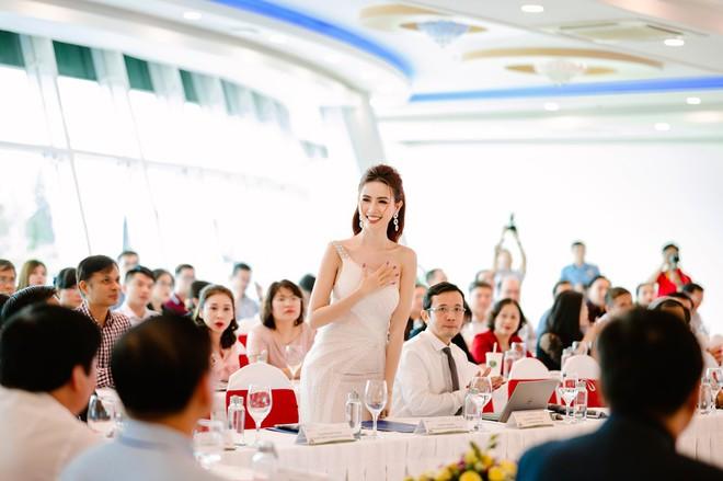 Hoa hậu Phan Thị Mơ đeo nhẫn 5,5 tỉ đồng đi sự kiện - ảnh 8