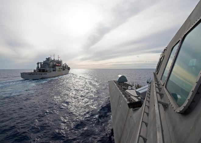 Hải quân Mỹ thao diễn rầm rộ ở Biển Đông và vùng lân cận - ảnh 1