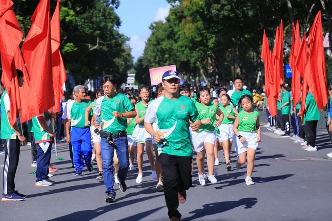 Ấn tượng với màn thể dục đồng diễn tại 'Ngày chạy Olympic vì sức khỏe toàn dân' - ảnh 4