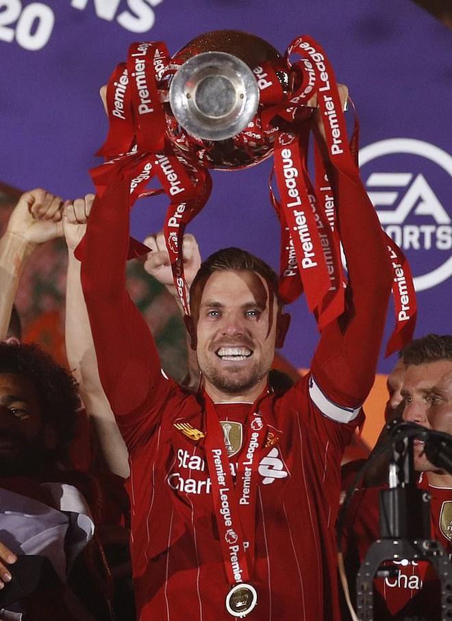Đánh bại 'vua kiến tạo' De Bruyne, Jordan Henderson là Cầu thủ xuất sắc Ngoại hạng Anh - ảnh 1