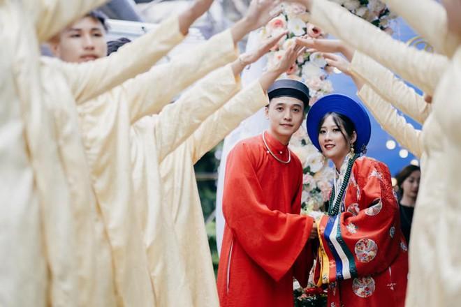 Cô dâu chú rể Cao Bằng mặc cổ phục Việt trong ngày cưới gây ấn tượng - ảnh 1