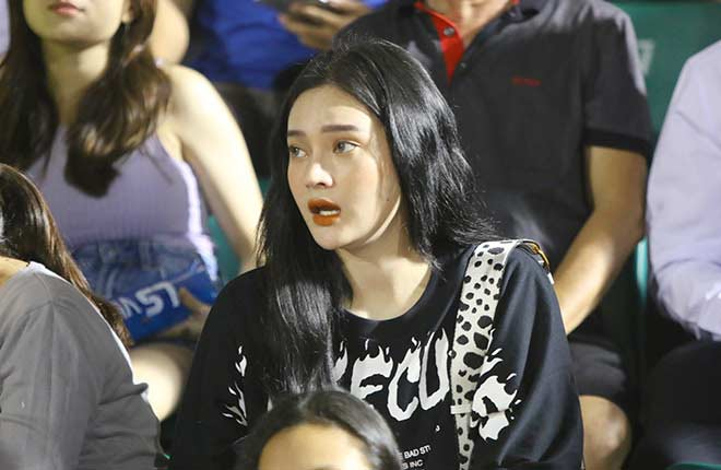 Quang Hải tình cảm với bạn gái, hot girl bật khóc vì TP.HCM thua đậm - 7