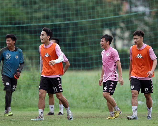 """Đại chiến bóng đá VN: Quang Hải """"tập bắn"""", hưng phấn chờ đấu Công Phượng - 8"""