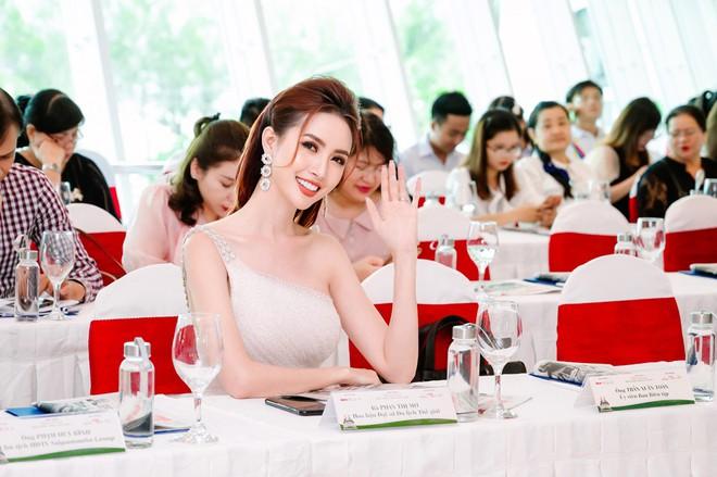 Hoa hậu Phan Thị Mơ đeo nhẫn 5,5 tỉ đồng đi sự kiện - ảnh 7