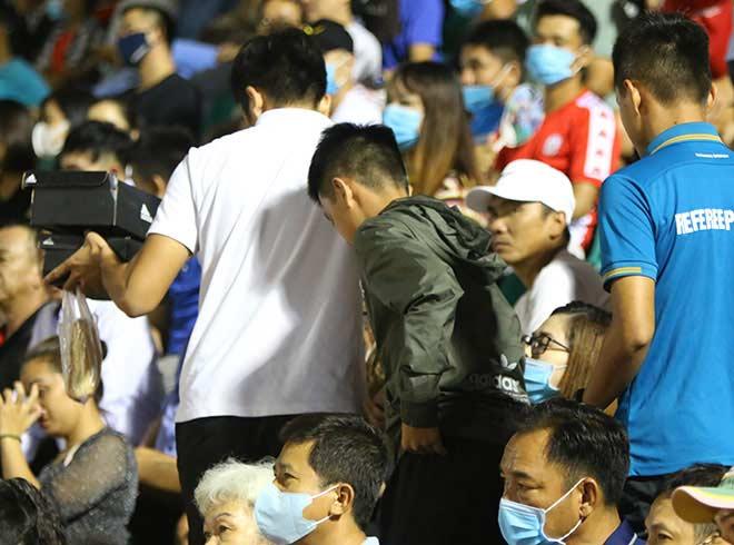 Quang Hải tình cảm với bạn gái, hot girl bật khóc vì TP.HCM thua đậm - 8