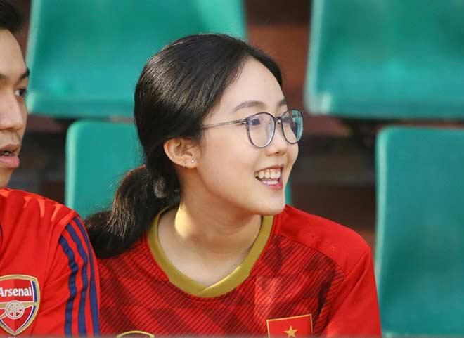 Quang Hải tình cảm với bạn gái, hot girl bật khóc vì TP.HCM thua đậm - 5