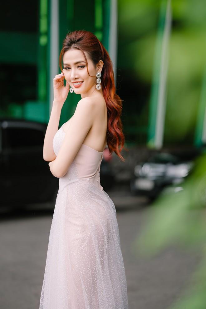 Hoa hậu Phan Thị Mơ đeo nhẫn 5,5 tỉ đồng đi sự kiện - ảnh 4