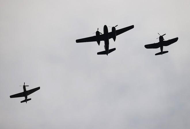 Chiến đấu cơ, oanh tạc cơ bay biểu diễn mừng Quốc khánh Mỹ - ảnh 7