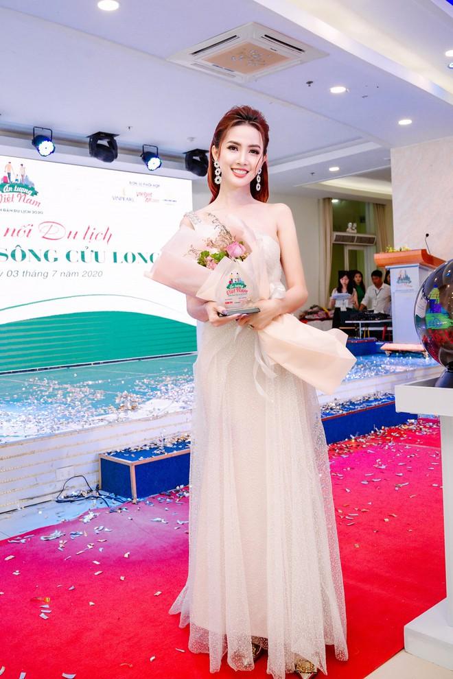 Hoa hậu Phan Thị Mơ đeo nhẫn 5,5 tỉ đồng đi sự kiện - ảnh 9