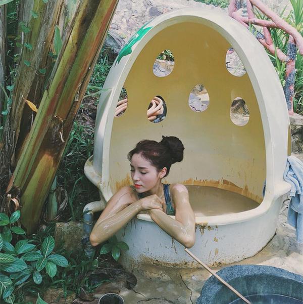 Thiếu nữ Việt nhuộm đen tắm bùn đẹp da quyết không nude để giữ hình ảnh - 4