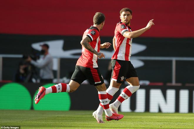 Video highlight trận Southampton - Man City: Siêu phẩm định đoạt, địa chấn khó tin - 1