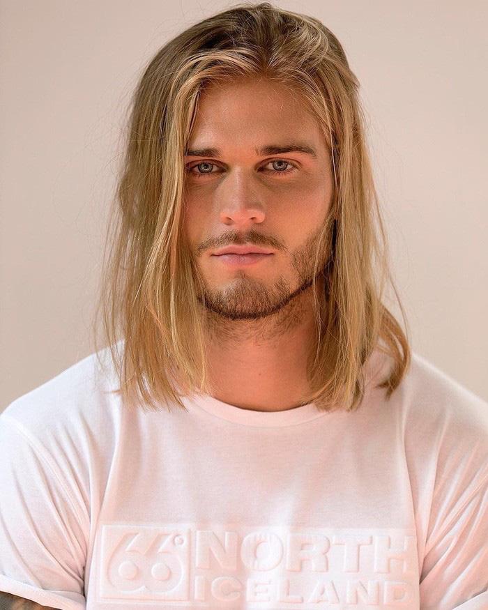 Sở hữu ngoại hình cực phẩm giống tài tử Brad Pitt, sao bóng đá khốn khổ vì bị làm phiền bởi những lời đề nghị kinh dị, có bạn gái thì mới dễ thở hơn - Ảnh 3.