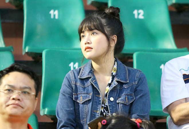 Quang Hải tình cảm với bạn gái, hot girl bật khóc vì TP.HCM thua đậm - 4