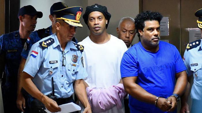 Chân dung ông anh quý hóa của huyền thoại Ronaldinho, người đã đưa cả hai anh em vào tù - Ảnh 3.