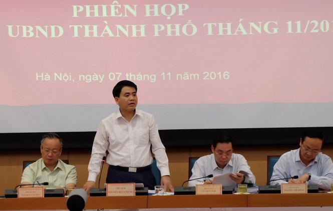 Chủ tịch UBND thành phố Hà Nội Nguyễn Đức Chung cho biết thành phố đang xem xét tạm dừng toàn bộ hoạt động karaoke từ nay đến 31-12 để rà soát về phòng ốc, lối thoát điểm, các điều kiện về quản lý đối với hoạt động này