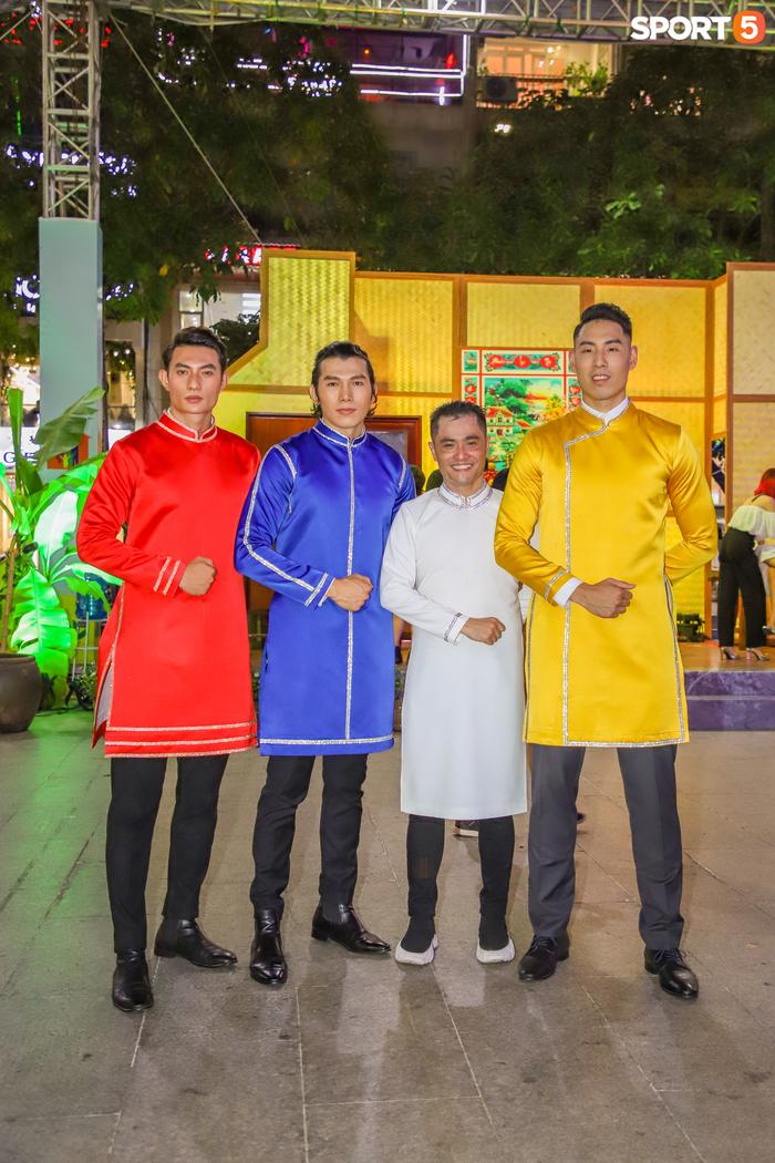 Nam thần bóng rổ VBA lấn sân người mẫu, tự tin sải bước cùng tà áo dài truyền thống Việt Nam - Ảnh 6.