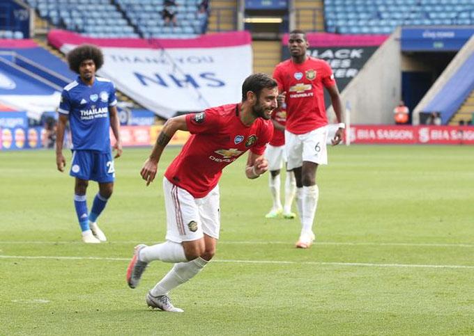 Fernandes một tay đưa M.U vào Top 3