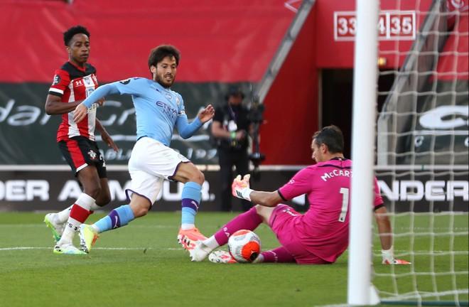 Man City nhận bàn thua... khó tin, Pep Guardiola trách học trò lơ đễnh - ảnh 2