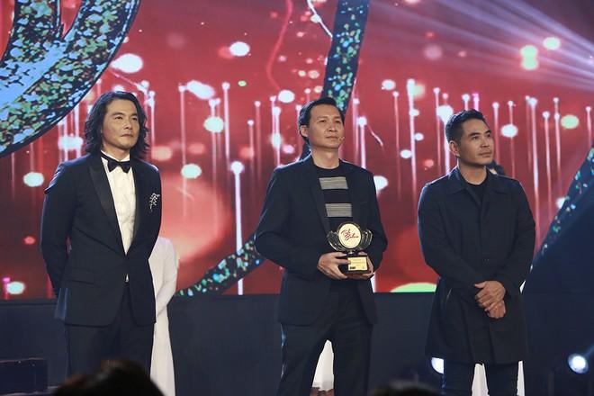 Đăng quang Tình bolero 2020, Quách Ngọc Ngoan tặng giải thưởng cho Phượng Chanel - ảnh 2