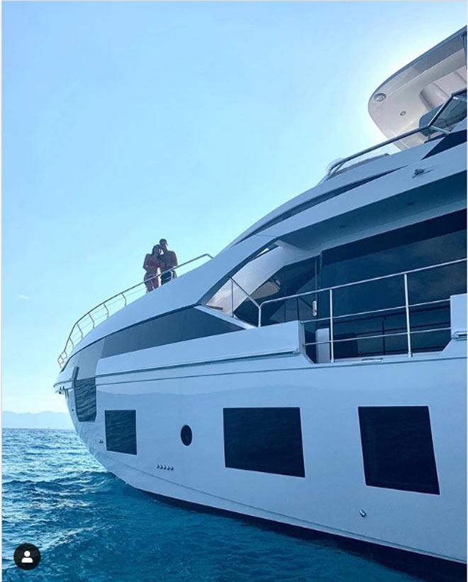 Ronaldo tậu du thuyền 135 tỷ đồng chiều mỹ nữ, thư giãn chờ vô địch Serie A - 1