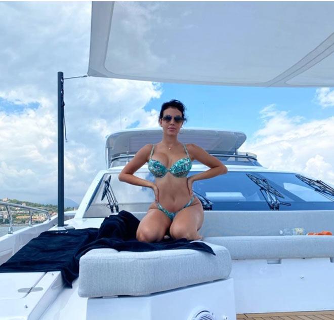 Ronaldo tậu du thuyền 135 tỷ đồng chiều mỹ nữ, thư giãn chờ vô địch Serie A - 4