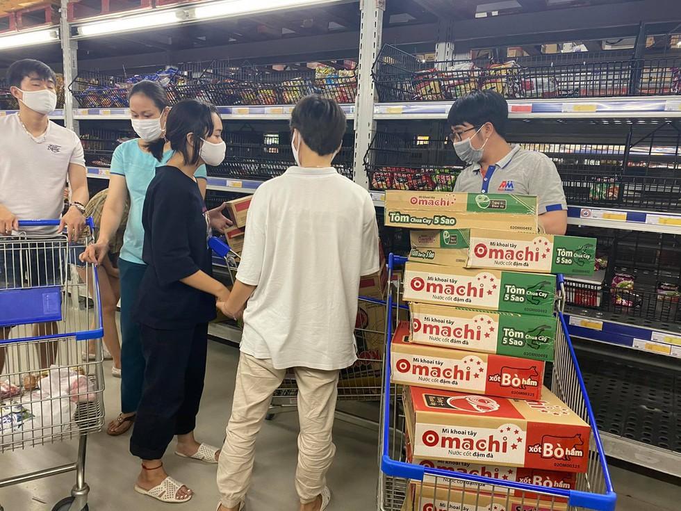 Cận cảnh nhịp sống Đà Nẵng trước giờ giãn cách xã hội phòng Covid-19 - ảnh 7