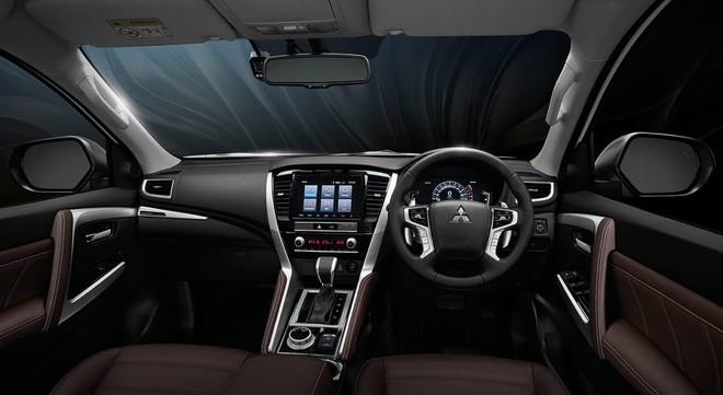 Mitsubishi Pajero Sport 2020 có thêm phiên bản mới, đấu Toyota Fortuner - ảnh 2