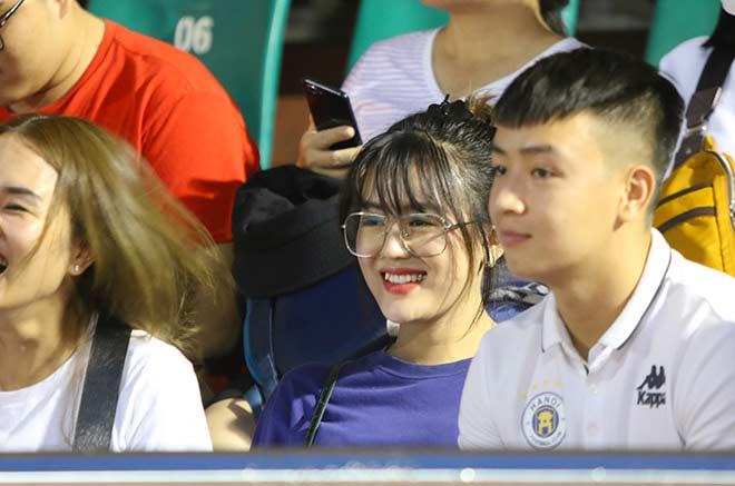 Quang Hải tình cảm với bạn gái, hot girl bật khóc vì TP.HCM thua đậm - 9