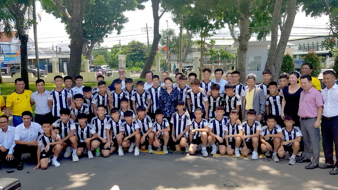 Thăm học viện Juventus, Chủ tịch Quốc hội Nguyễn Thị Kim Ngân gọi tên Trần Công Minh - ảnh 1